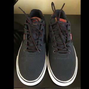 Men's Size 10 Never Worn Levi's Sneaker